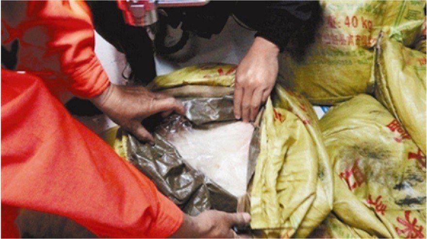 檢警、海巡前年3月破獲販毒集團以「新進滿貳號」涉從中國大陸走私四級毒品。記者林伯...