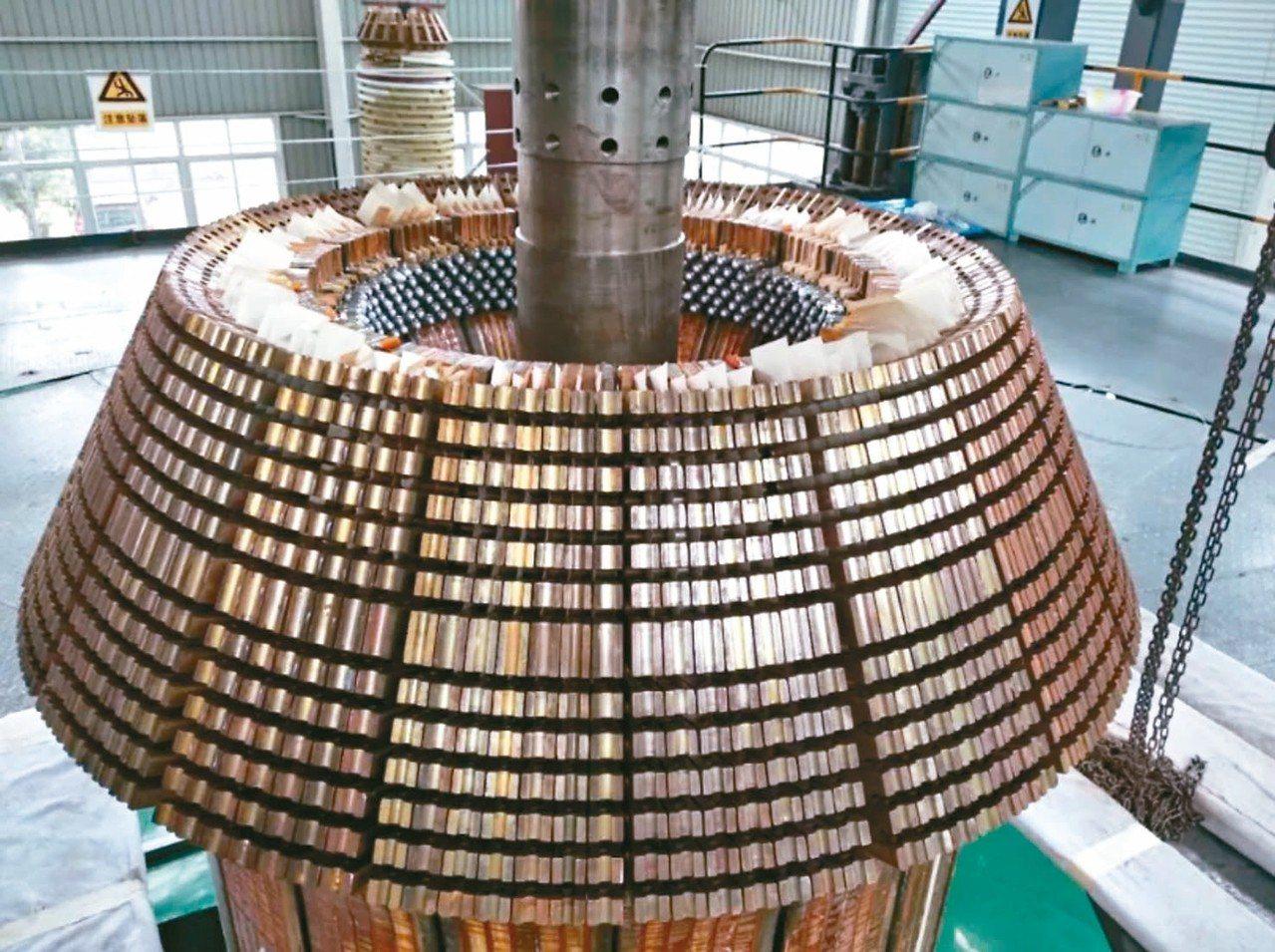 德陽東方電機,大陸首家製造環流器裝置大型磁體線圈的企業。圖為主機磁體線圈裝置。 ...