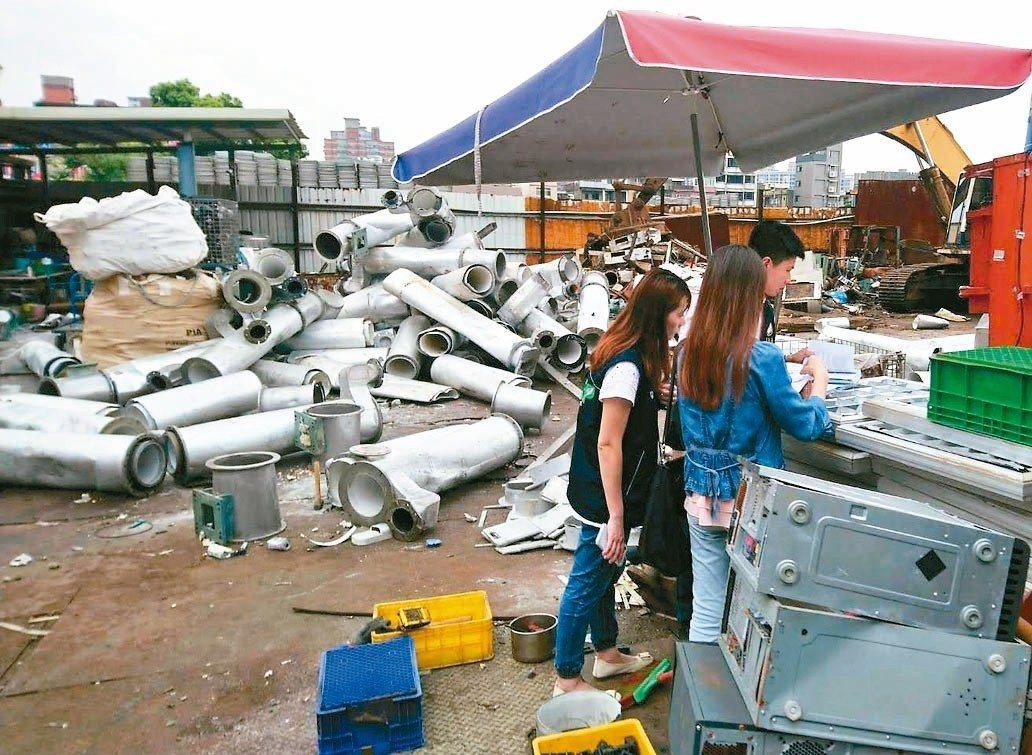 台灣美國無線電公司原桃園廠 (RCA)場址南側,被堆置大量廢鐵、金屬回收物,環保...