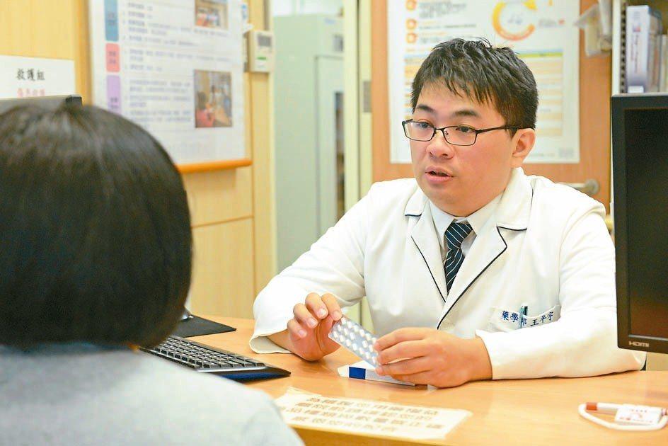 台北慈濟醫院藥師王平宇說,助眠藥物不當使用、濫用,可能出現耐藥性、記憶力減退等問...