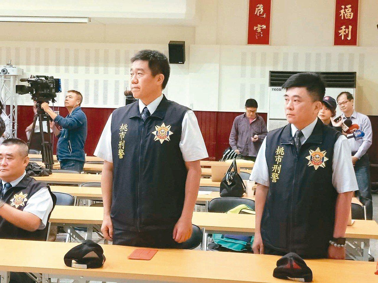 桃園市警局刑事小隊長王強生(左)、洪俊德(右),在人質挾持事件中冒險談判奏功,確...