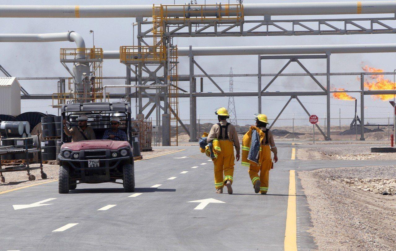 伊拉克巴斯拉的一家外國石油公司總部19日遭火箭襲擊。圖為示意圖,巴斯拉附近西古納...