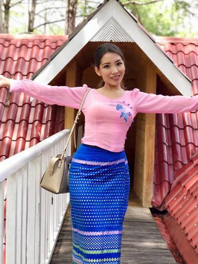南枚珊穿著緬甸傳統服飾。圖/取自她的臉書