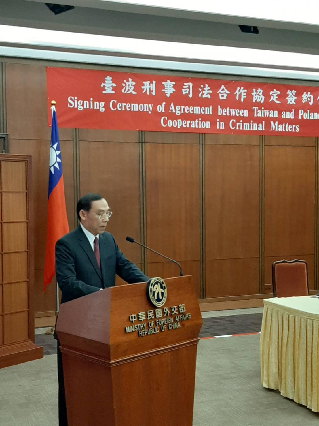 法務部長蔡清祥出席刑事司法合作協定簽署。圖/法務部提供