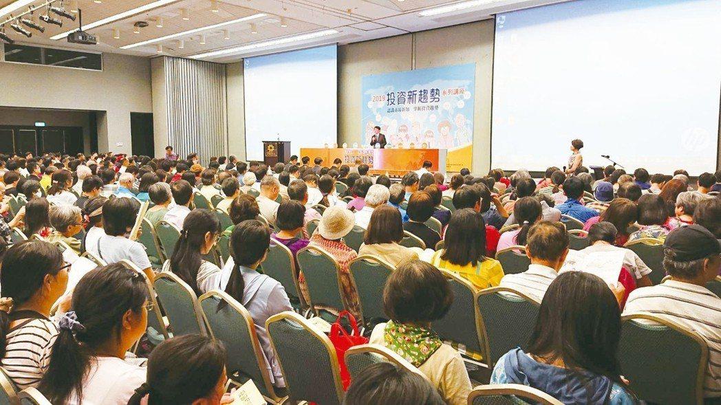台北場講座現場吸引爆滿民眾參與盛況。 項家麟/攝影