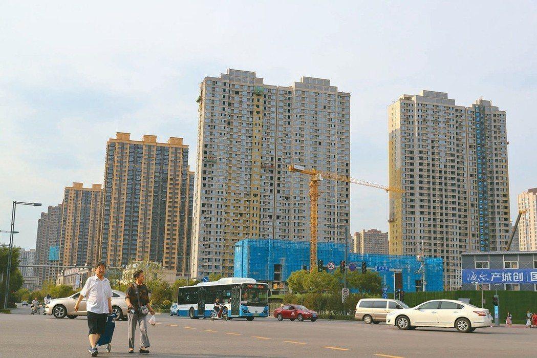 路透測算大陸5月70個大中城市新建商品住宅價格指數年增10.7%,升幅與4月持平...