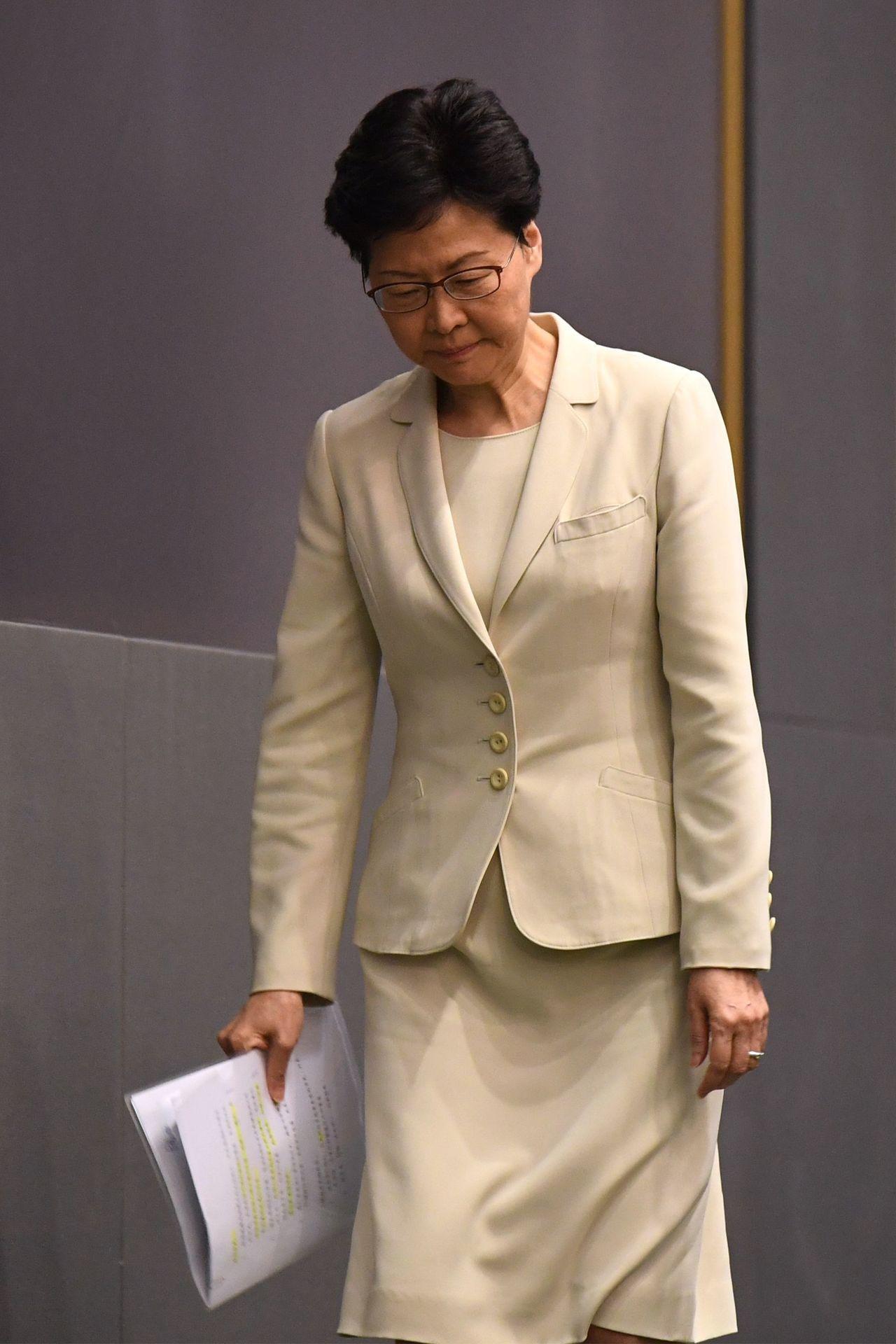 林鄭暴動說法「跟警方」 拒獨立委會查 +道歉穿17年當選特首「戰衣」 +證據不足...