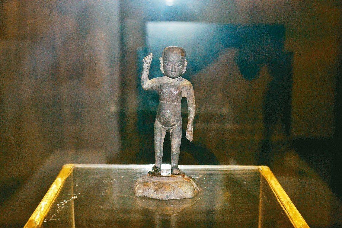 遼陽博物館珍藏的遼釋迦佛誕生立像。