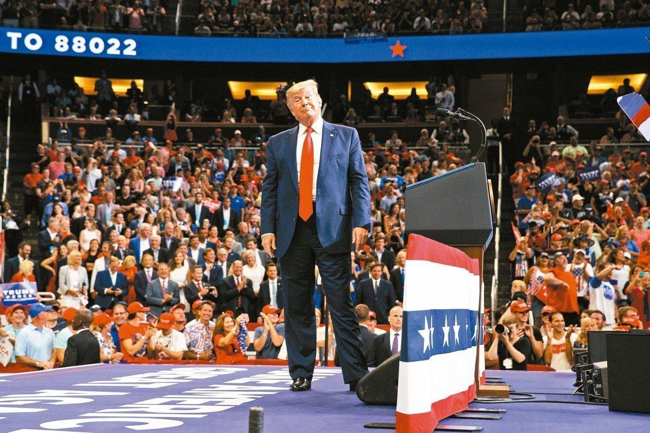 美國總統川普18日晚間在佛州奧蘭多正式宣布競選連任。 美聯社