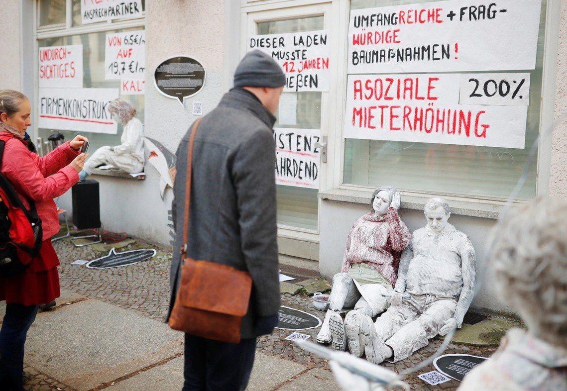 自今年3月起,柏林公民團體發動一連串抗議漲租的大規模示威活動,高喊「居住正義」、...
