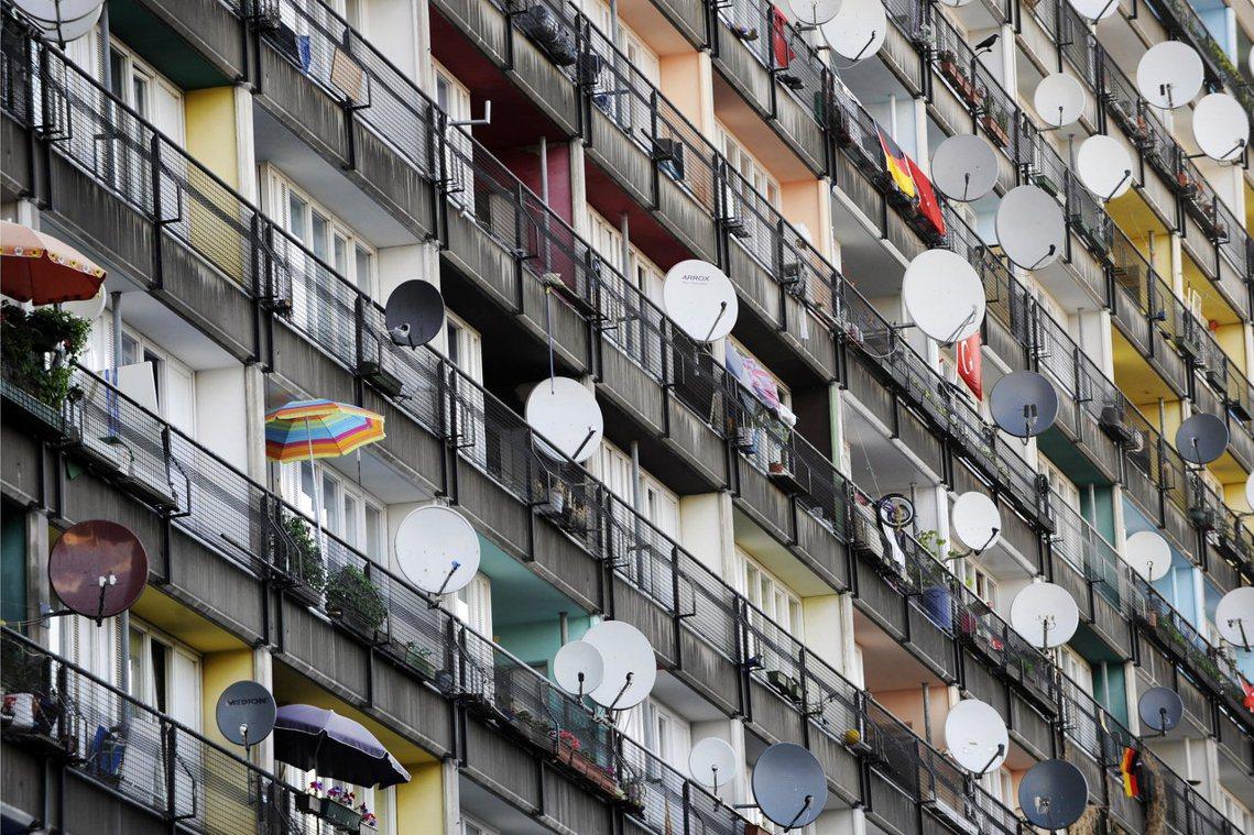 「貧窮但性感」的柏林,過去因房租價格低廉而被譽為「租屋者天堂」。然而近十年來卻陷...
