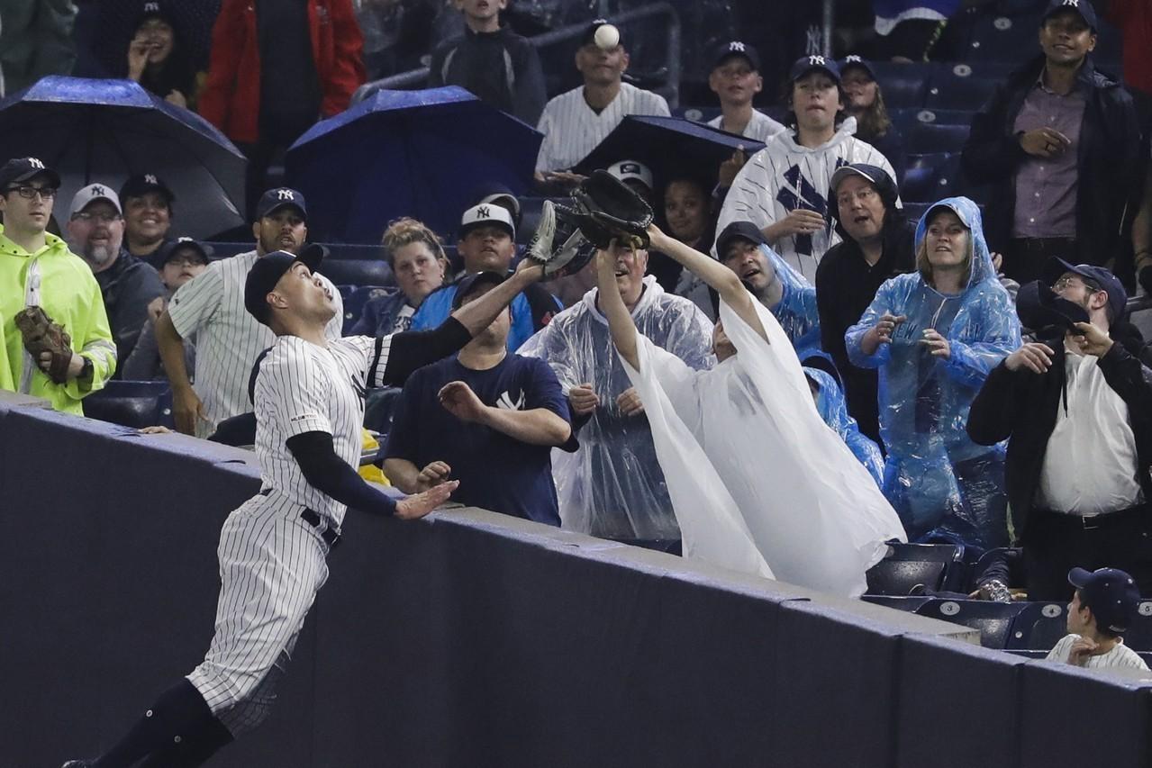 缺陣2個月後,洋基「怪力男」用守備美技宣告回歸。 美聯社
