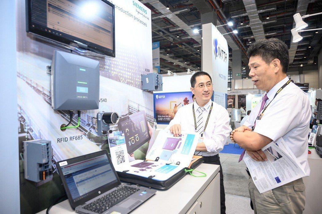 西門子透過生產製造前的虛擬環境,預先掌握流程規劃,加速機台與產品上市,有效提升生...