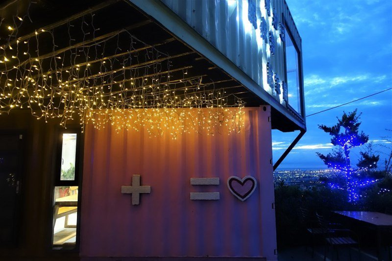 (圖/台灣旅行趣) ▲粉紅色貨櫃屋可愛打卡牆
