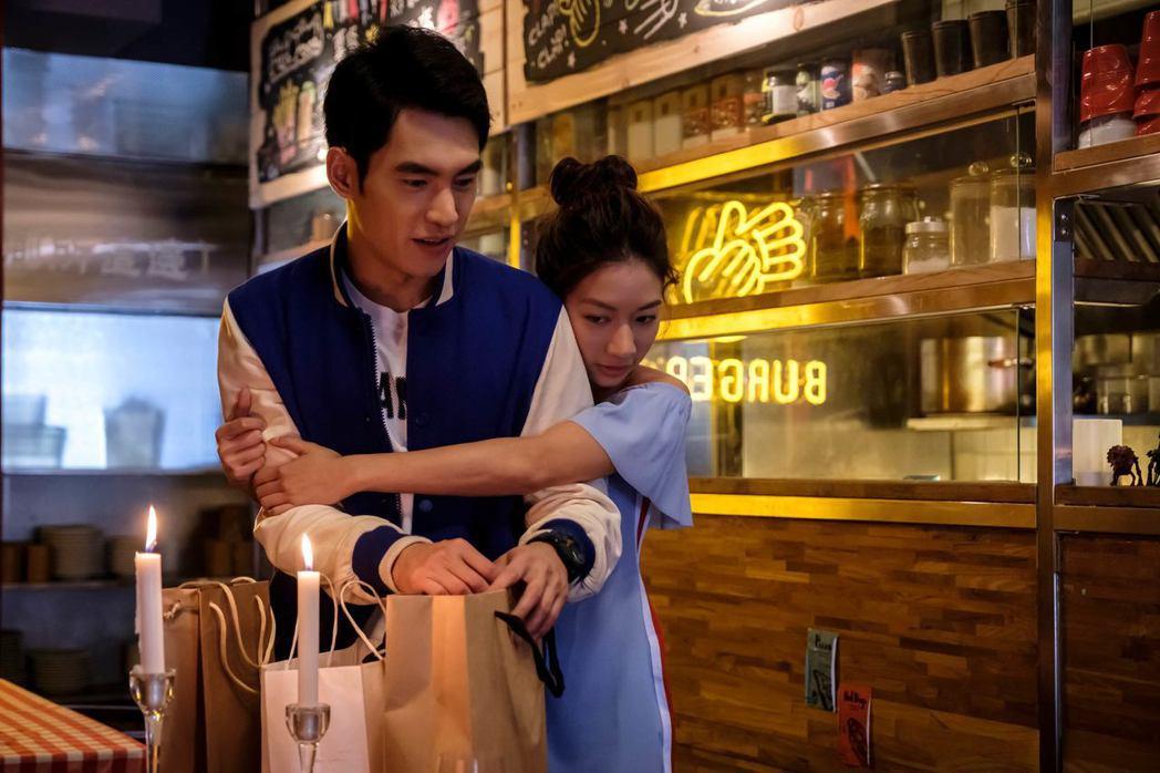 陳妤(右)盛裝打扮向張書豪告白。圖/歐銻銻娛樂提供