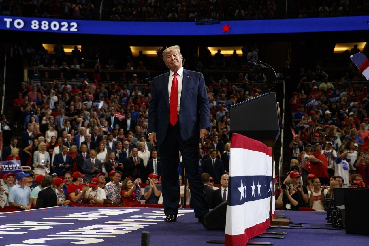 美國總統川普18日晚間在佛州奧蘭多正式宣布競選連任。美聯社