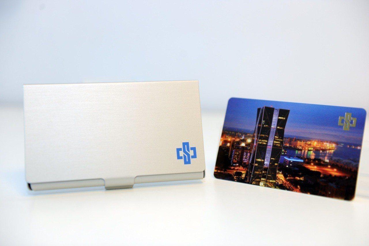 中鋼2019年股東會紀念品「卡幸福儲卡鋁盒」 圖/中鋼 提供