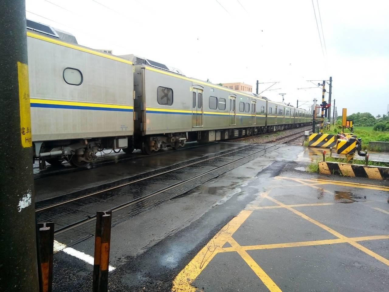 台鐵今早有街友在鐵軌上排石,影響十列次通行。示意圖。聯合報系資料照