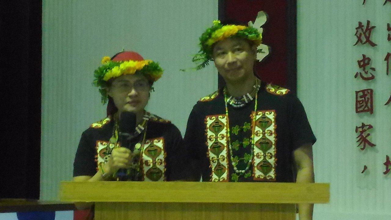 王清英和先生黃中興在台南空軍基地分享兒子器捐,遺愛人間愛的故事。記者黃宣翰/攝影