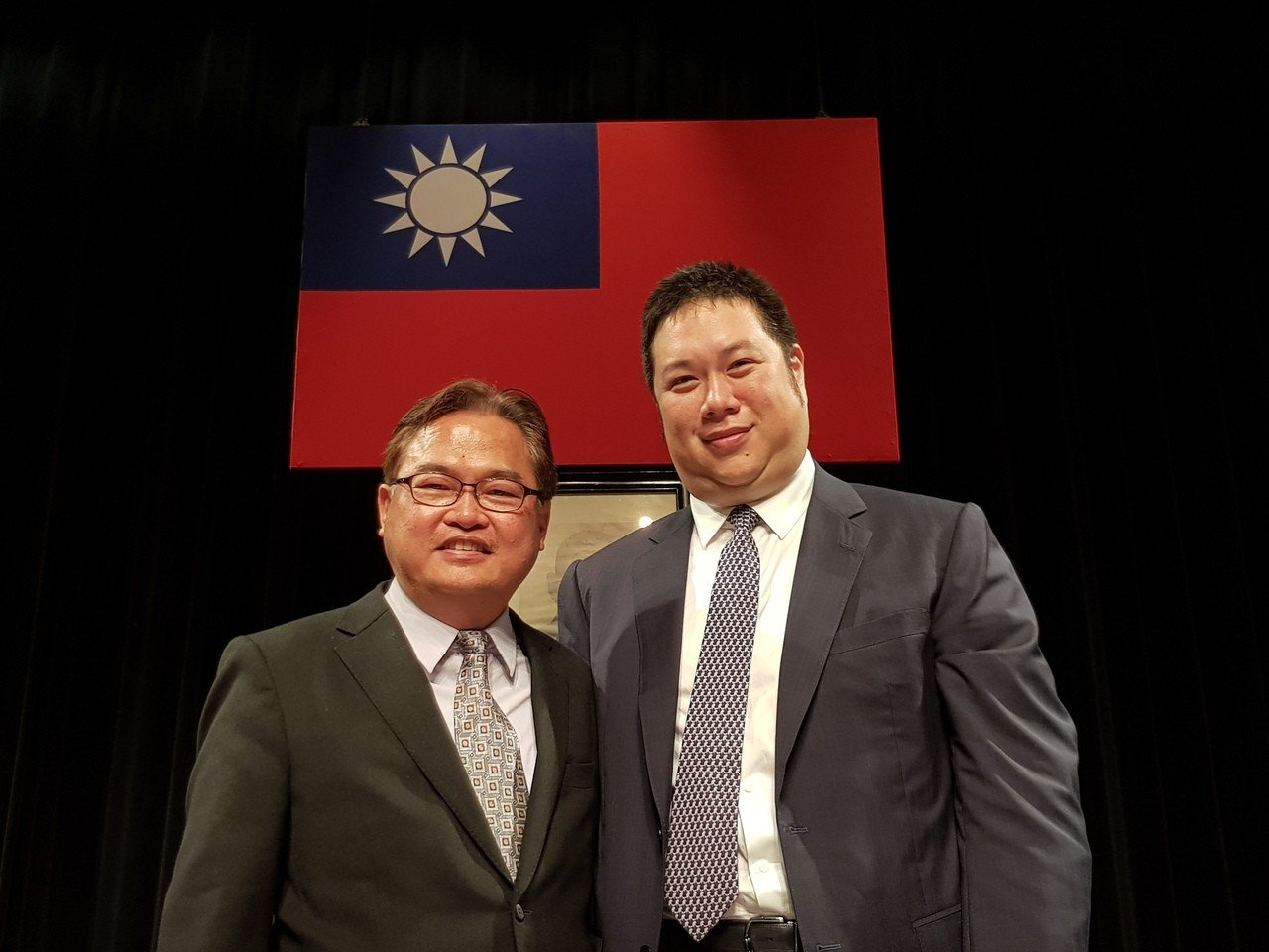 中橡董事長辜公怡(右)與總經理黃柏松。(記者曾仁凱/攝影)