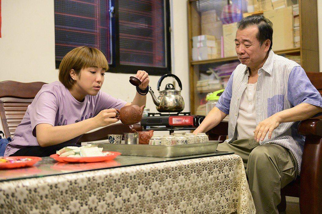 廖峻(右)和梁舒涵戲中演父女,戲外也感情好。圖/TVBS提供
