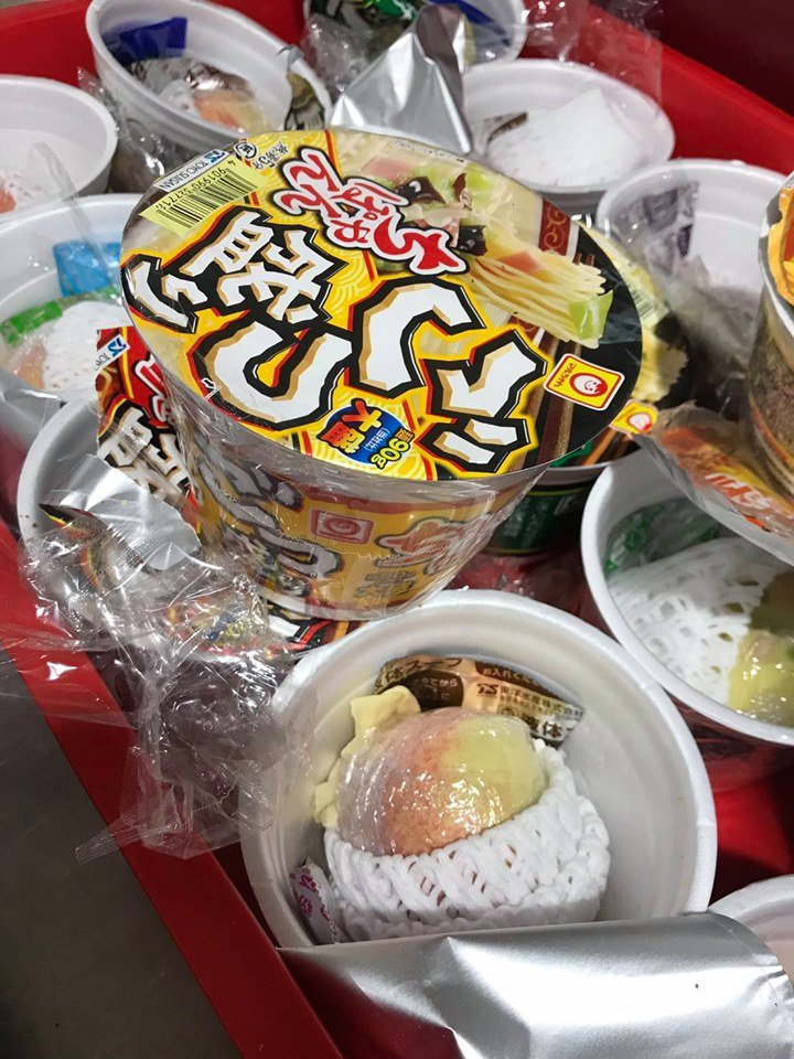 16日晚上,農委會防檢局新竹分局截獲旅客從日本帶回16顆水蜜桃,每個還都用保鮮膜...