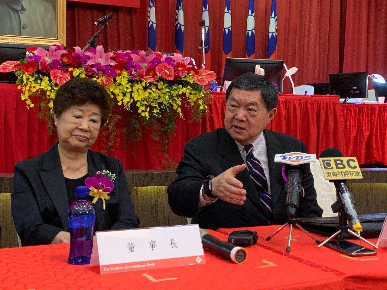 遠東銀行今(19)日舉行股東會,針對合併問題,副董事長徐旭東表示 ,遠銀出生在好...