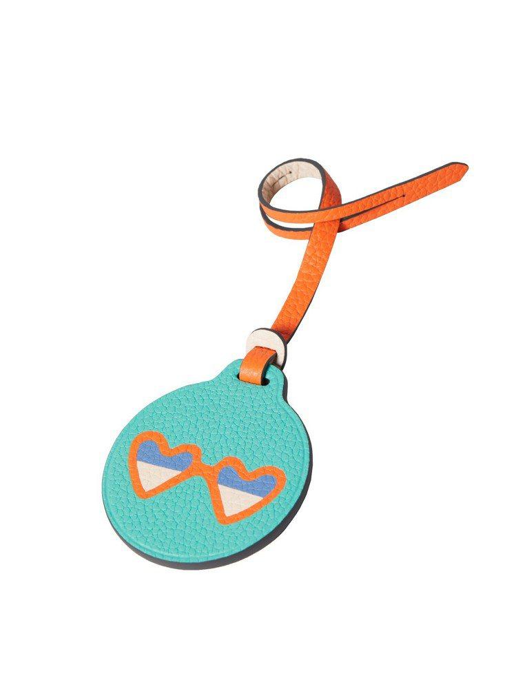 Mosaïque皮革鑲吊飾- 2019夏日限定海洋系列-沙灘墨鏡,13,300元...