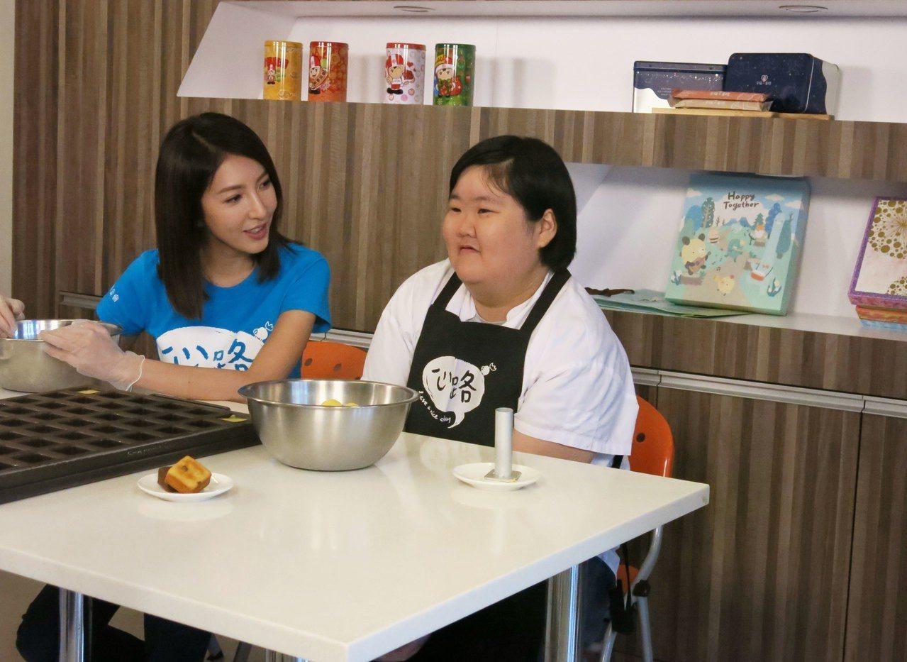 楊謹華為心路基金會拍公益宣傳影片,讚嘆身心障礙者的工作能力。圖/心路基金會提供
