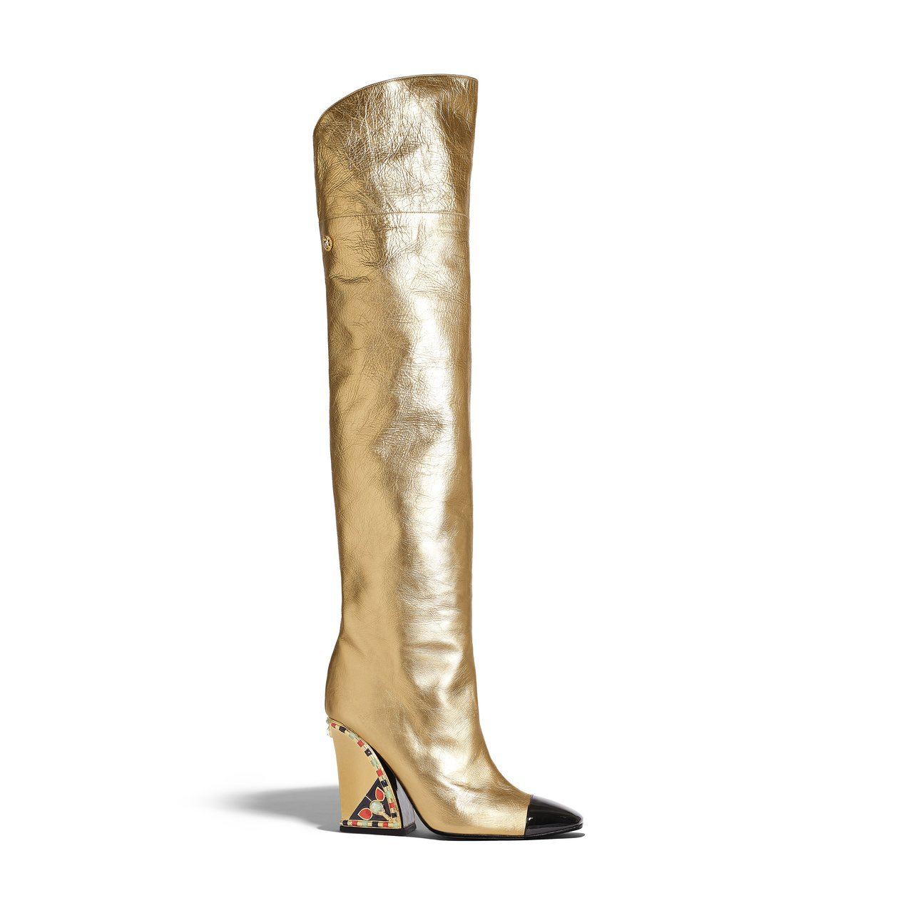 金色皮革綠橘色鑲飾鞋跟及膝靴,18萬3,800元。圖/香奈兒提供