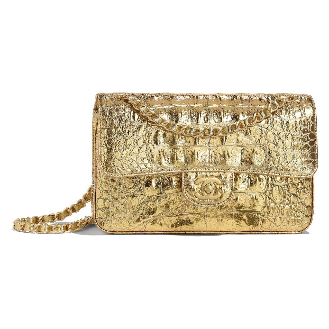 金色鱷魚皮革壓紋鍊帶11.12包,17萬2,700元。圖/香奈兒提供