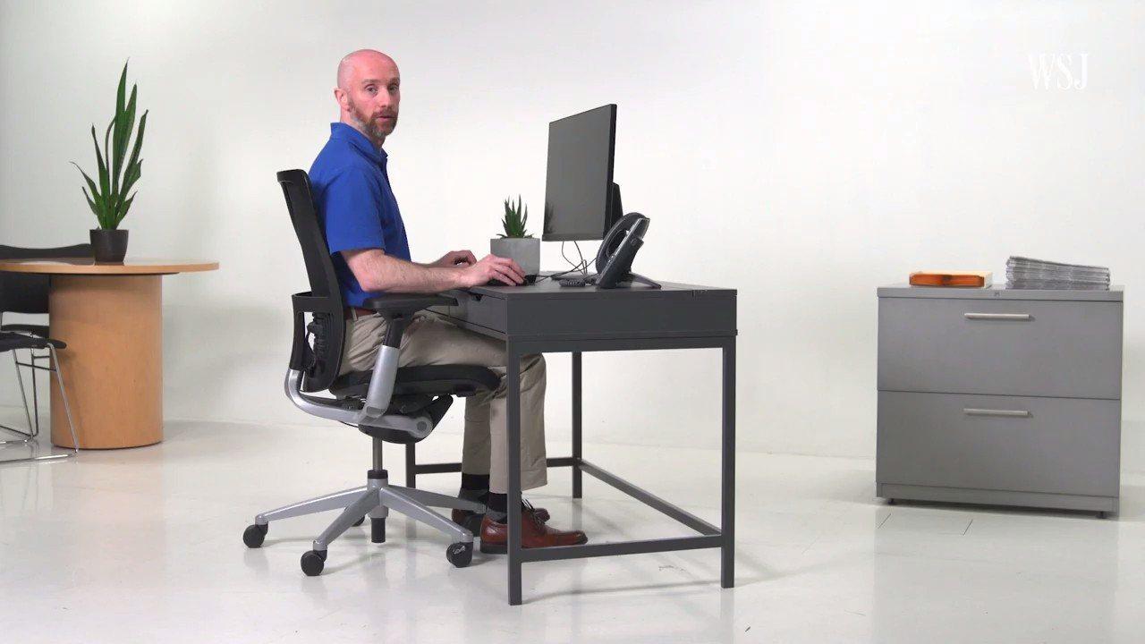 現代人長時間坐在辦公室用電腦,姿勢不正確常導致肩頸腰背都出現痠痛,《華爾街日報》...