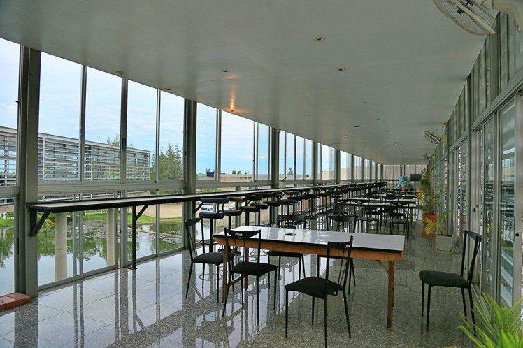 由餐廳內部看出去的景色,採光相當好。記者魏妤庭/攝影