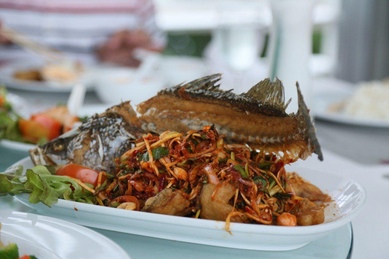 餐廳內販售多道泰國經典菜肴。記者魏妤庭/攝影