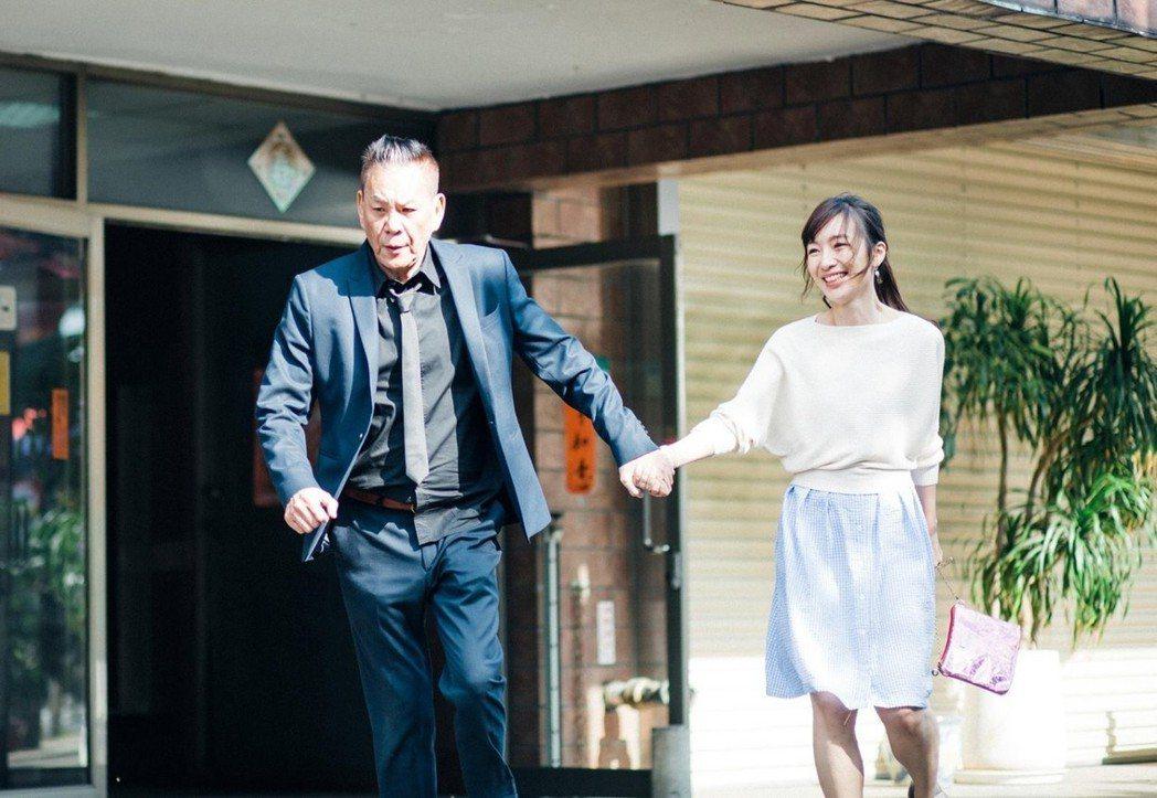 電視劇「忘川」 一舉奪奧尼羅影展最佳導演獎,由龍劭華(左)主演。圖/華視提供