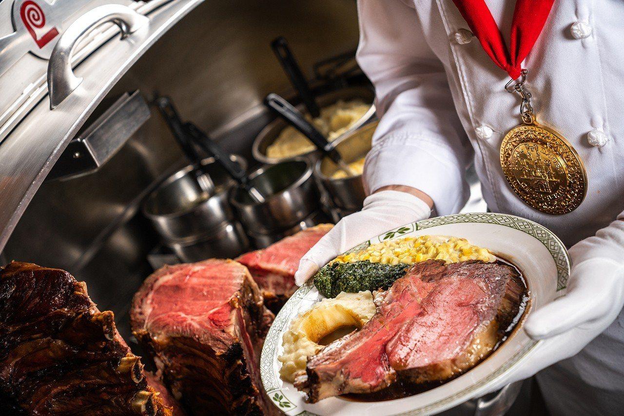 「勞瑞斯頂級烘烤牛肋排」以特殊烘烤方式烹調,口感軟嫩適中。圖/勞瑞斯牛排提供