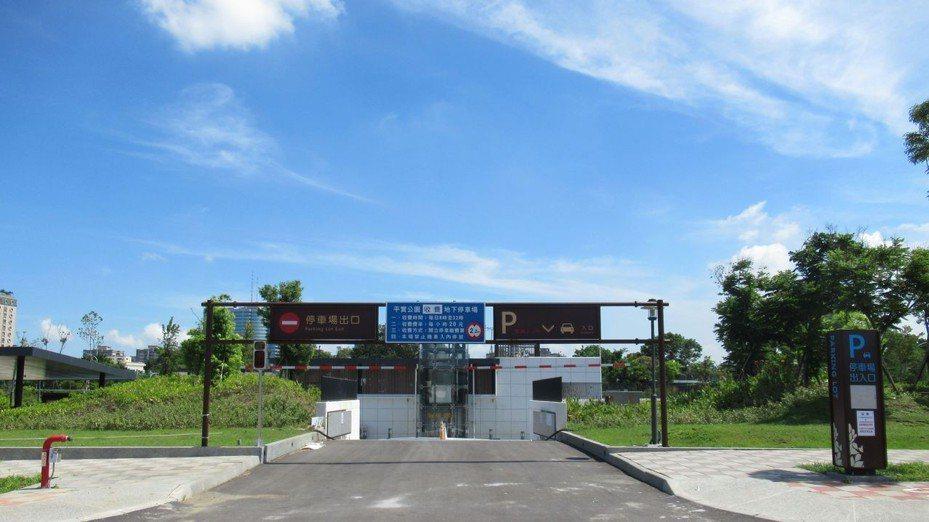 明天啟用的台南市東區平實公園地下停場。圖/交通局提供