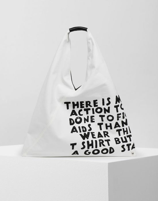 MM6經典Slogan日本帆布包,售價19,800元。圖/MM6提供