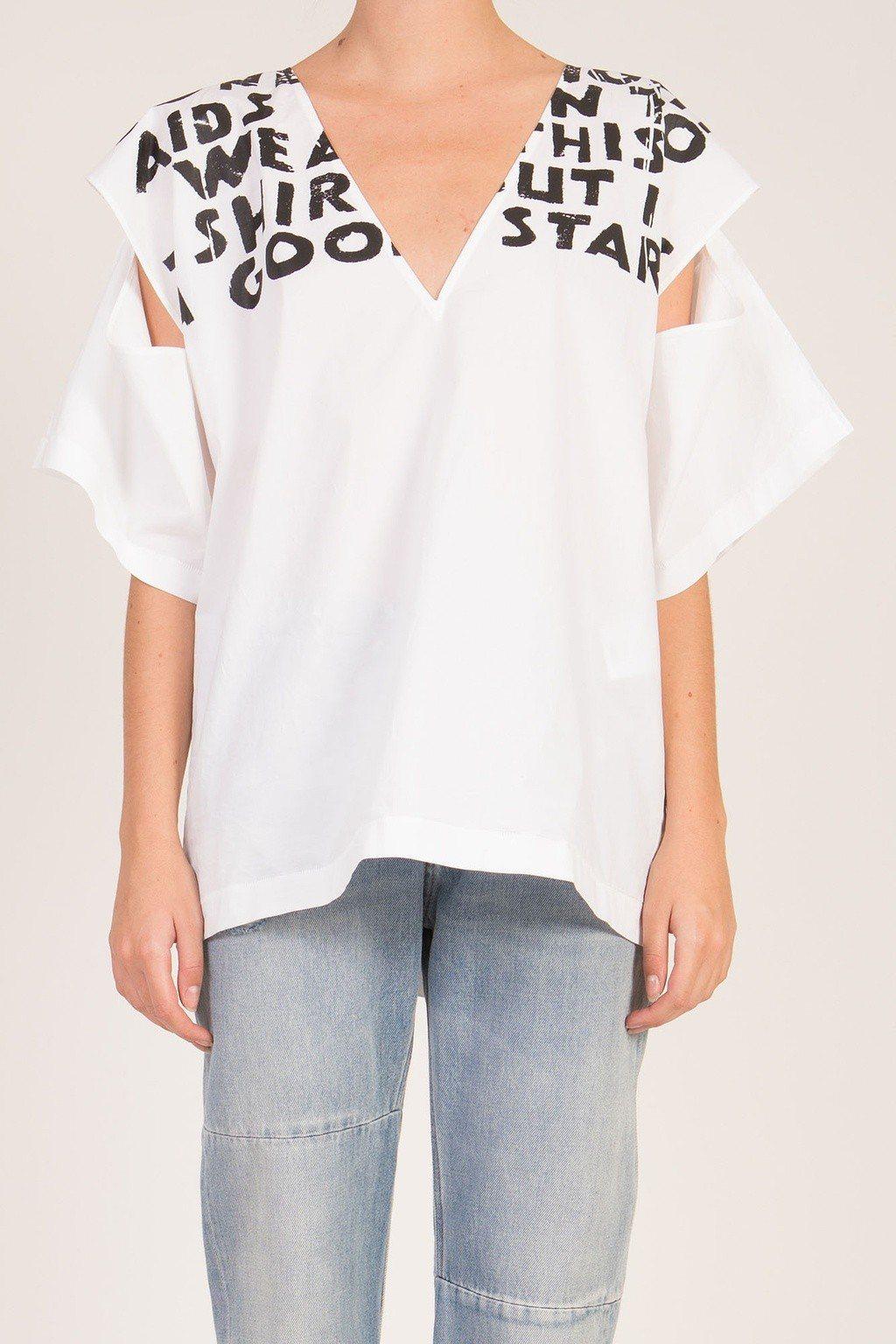 MM6經典Slogan 開袖上衣,售價17,800元。圖/MM6提供