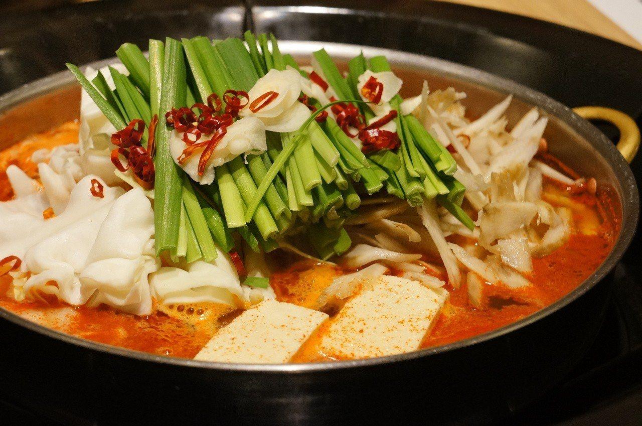 西新初喜人氣料理之一辣牛雜鍋。記者何雅玲╱攝