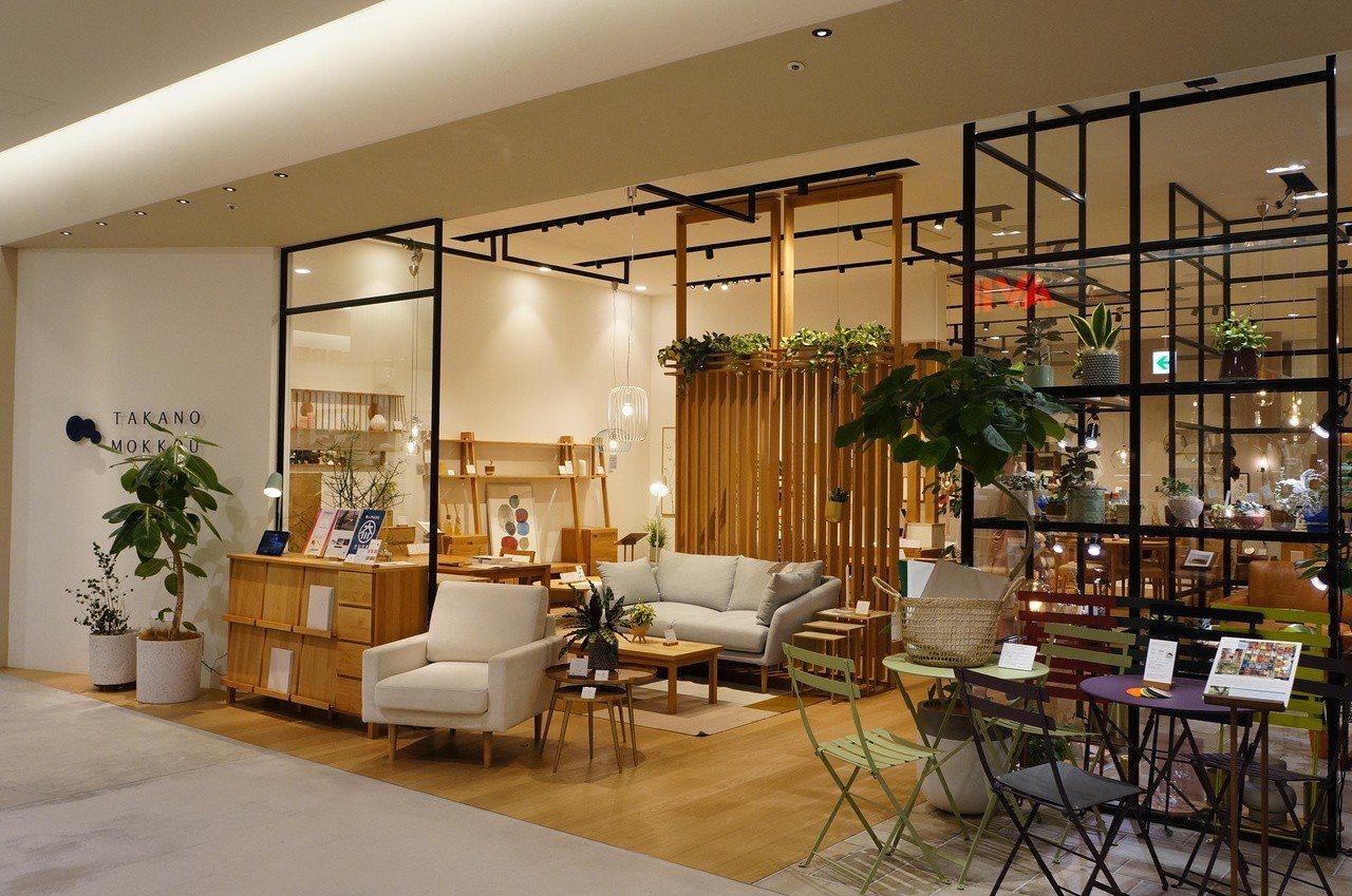 MARK IS特色店之一「高野木工」,創業於1942年,獨創家具擁有簡樸且美麗的...