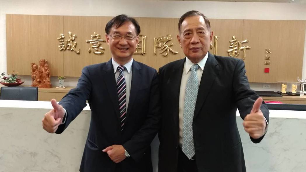 聲寶總裁陳盛沺(右)表示,要跟新任總經理許經朝(左)聯手打造業績, 今年獲利要比...