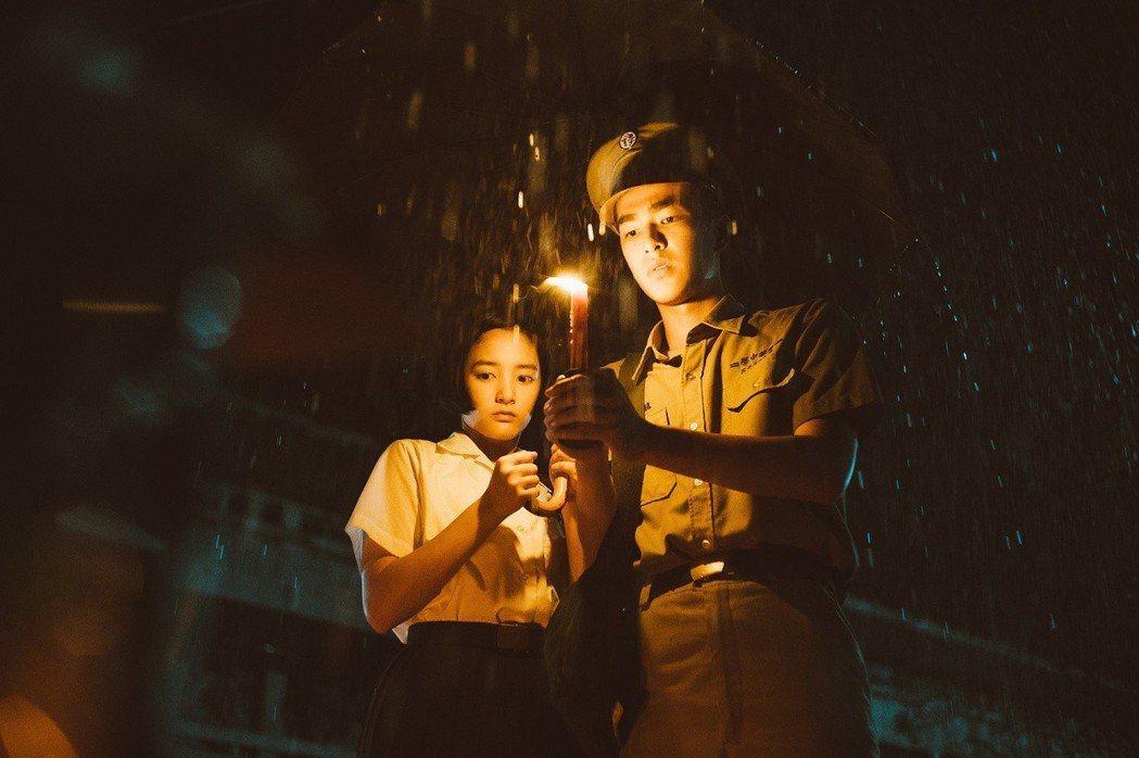 王淨飾演方芮欣和曾敬驊飾演魏仲廷在驚悚校園一步步打開回憶。圖/影一提供