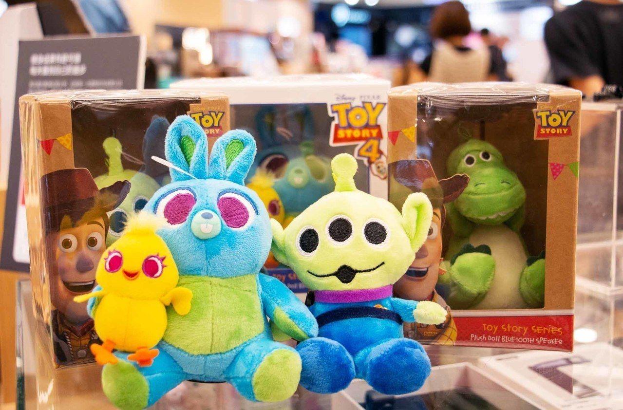 玩具總動員絨毛藍牙喇叭,建議售價990元,共3款。圖/三創提供