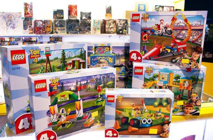 LEGO樂高推出《玩具總動員4》系列盒組。圖/三創提供