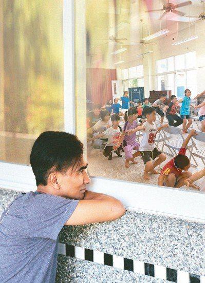中信文教基金會攜手舞者布拉瑞揚,陪伴偏鄉學子勇敢追夢。 圖/中信文教基金會提供
