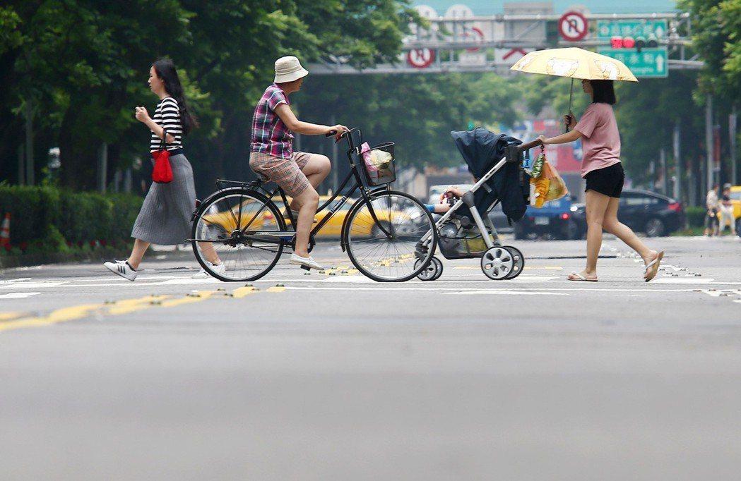 改善都市熱島效應,可從公園綠地、濕地等處著手。 記者杜建重/攝影