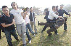 韓國瑜風度算好了? 記得那年學生嗆扁被過肩摔嗎