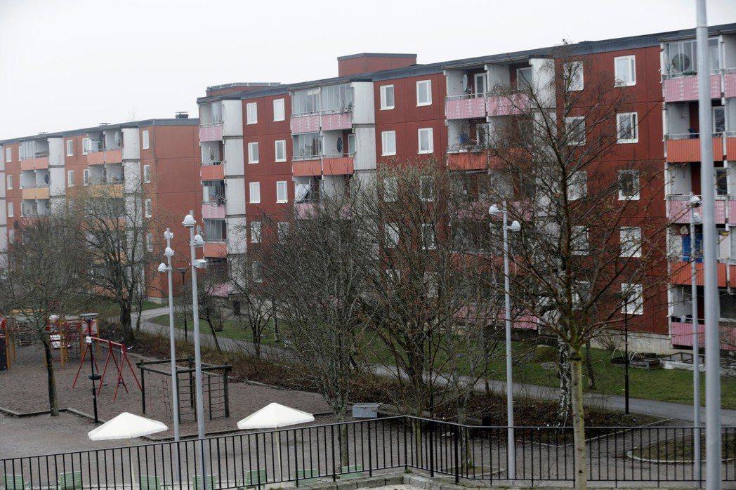 瑞典公共住宅供不應求,圖為斯德哥爾摩的一處公寓社區。 (路透)