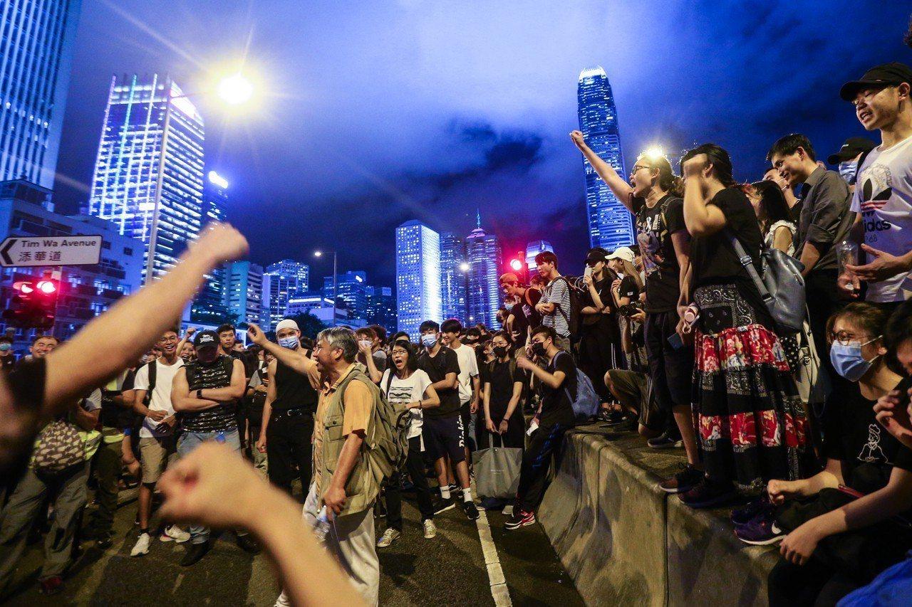 我駐荷蘭代表陳欣新指出,香港「反送中」示威遊行顯示「一國兩制」模式失敗,中國夢可...